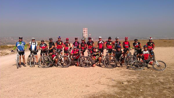 Bicicletas montadas con ruedas de montaña a la carta.