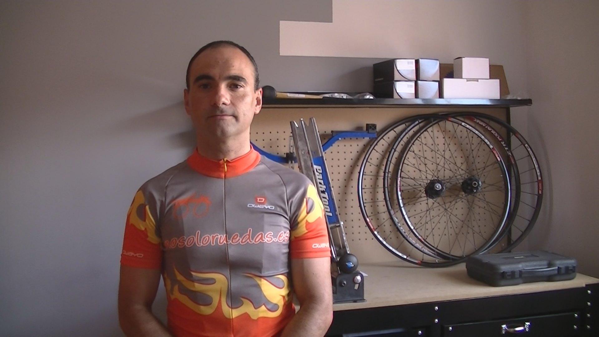 David García, dueño de nosoloruedas, empresa dedicada a montar ruedas a la carta.