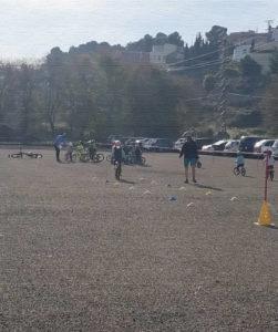 Una escuela de ciclismo aporta enseñanzas y experiencias importantes a los niños